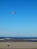 海岸卫队直升机 免版税图库摄影