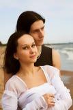 海岸夫妇爱 免版税库存照片