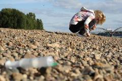 海岸女孩医疗narcotism注射器 库存图片