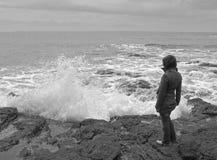 海岸妇女 免版税库存图片