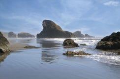 海岸岩石的俄勒冈 免版税库存照片