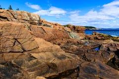 海岸岩石的缅因 免版税库存照片