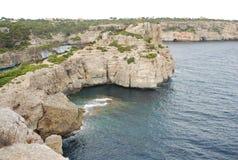 海岸岩石的mallorca 免版税库存照片