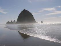 海岸干草堆俄勒冈岩石 库存照片