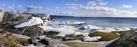海岸早期的春天瑞典 免版税库存图片