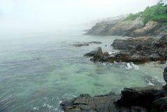 海岸有雾的缅因 免版税库存照片