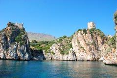 海岸沿海中世纪西西里人的塔 免版税图库摄影