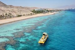 海岸珊瑚红色礁石海运 免版税图库摄影