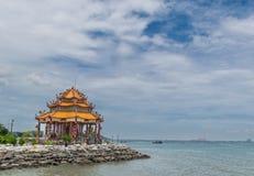 海岸的中国寺 库存照片