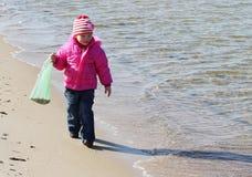 海岸的女孩 库存照片