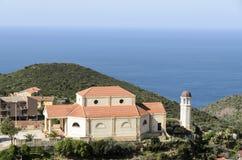 海岸的教会 免版税库存照片