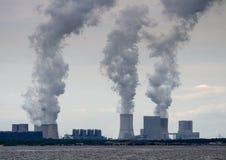 海岸的核电站 免版税库存照片
