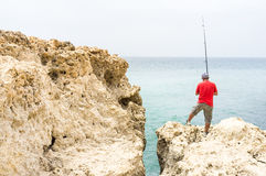 海岸的渔夫 免版税库存图片