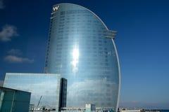 海岸的现代摩天大楼在巴塞罗那 免版税库存照片