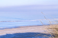 海岸看法在冬天 免版税图库摄影