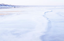 海岸看法在冬天 免版税库存图片