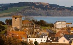 海岸线侏罗纪海边城镇 免版税库存图片