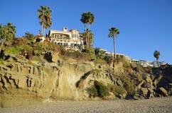 海岸线回家在拉古纳海滩,加州的俯视的Aliso海滩 免版税库存图片