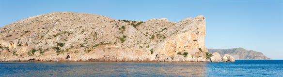 海岸线岩石夏天 免版税库存照片
