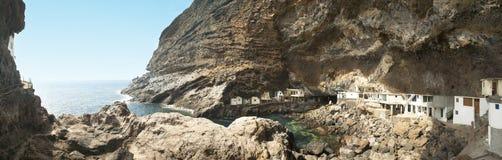 海岸线的村庄 Poris de la坎德拉里亚角 西班牙 免版税库存图片
