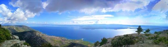 海岸线的看法在小岛brac的 免版税库存照片