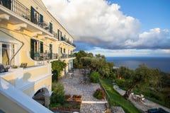 海岸线的豪华旅馆 免版税图库摄影