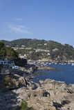 海岸线看法在夏天在Llafranc 免版税库存照片