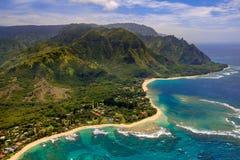 海岸线空中风景视图Na梵语海岸的,考艾岛,夏威夷 免版税库存图片