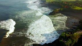 海岸线鸟瞰图在Uluwatu寺庙附近的 影视素材