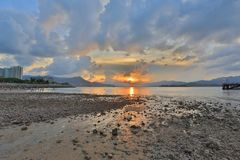 海岸线Ma日落在shan的 免版税库存照片