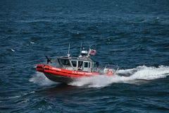 海岸警卫队团结的武装直升机状态 免版税库存照片