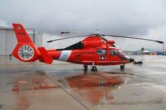 海岸警卫队直升飞机营救我们 免版税库存照片