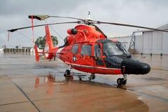 海岸警卫队直升飞机营救我们 免版税库存图片