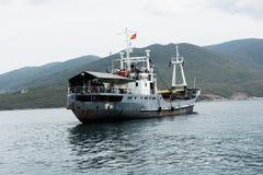 海岸警备队船航行 免版税图库摄影