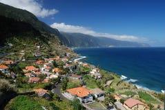 海岸马德拉岛葡萄牙小的村庄 图库摄影