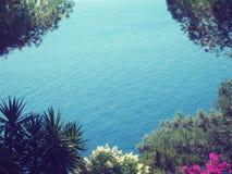 海岸corfu希腊海岛paleokastrica 库存图片