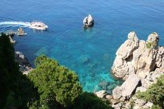 海岸corfu希腊paleokastrica 图库摄影