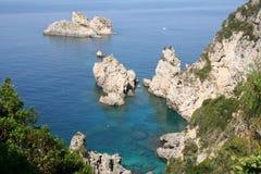 海岸corfu希腊paleokastrica 免版税库存照片