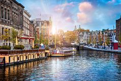 海峡在阿姆斯特丹荷兰安置河Amstel 免版税图库摄影