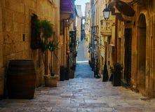 海峡街道在瓦莱塔,马耳他 免版税库存照片