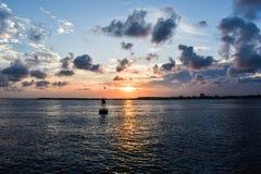海峡bouy在日落 免版税库存照片