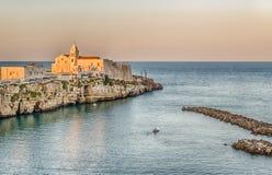 海峭壁的老镇 免版税库存图片