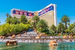 海市蜃楼旅馆和赌博娱乐场的瀑布 库存图片
