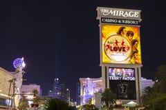 海市蜃楼旅馆标志在晚上在拉斯维加斯, 20的8月29日, NV 库存照片