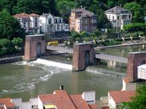 海得尔堡老镇看法从河内卡河,德国的 库存图片