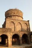 海得拉巴长满的qutb沙赫坟茔 库存照片