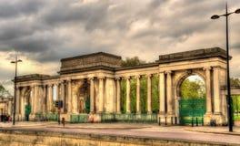 海德公园门在伦敦 图库摄影