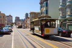 海德街道视图和旧金山电车在夏天 免版税库存照片