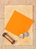 海扇壳、滴漏和卡片 库存照片