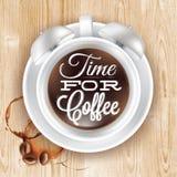 海报杯子在顶楼木头的kofem闹钟 免版税图库摄影